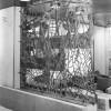 La Pesca (1964, bassorilievo in bronzo traforato, cat. 619), salone panoramico di classe turistica